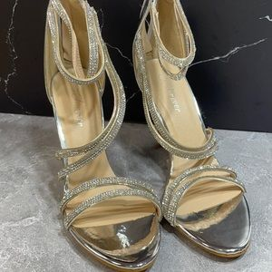 Forever Curious 23 Silver Size 7.5m